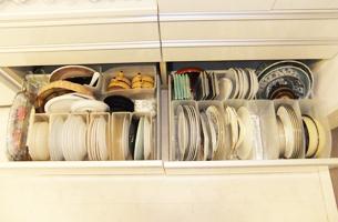 お皿の収納アイデア