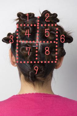 髪の毛をブロッキングしている女性