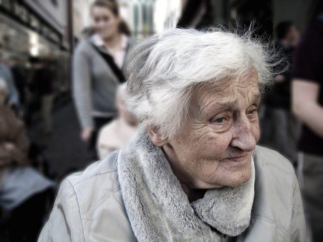 シワの多いおばあちゃん