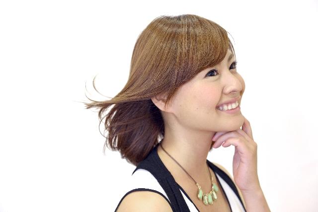 髪ツヤの良い笑顔の女性