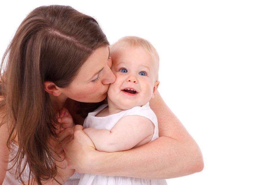 幸せそうな母親と赤ちゃん