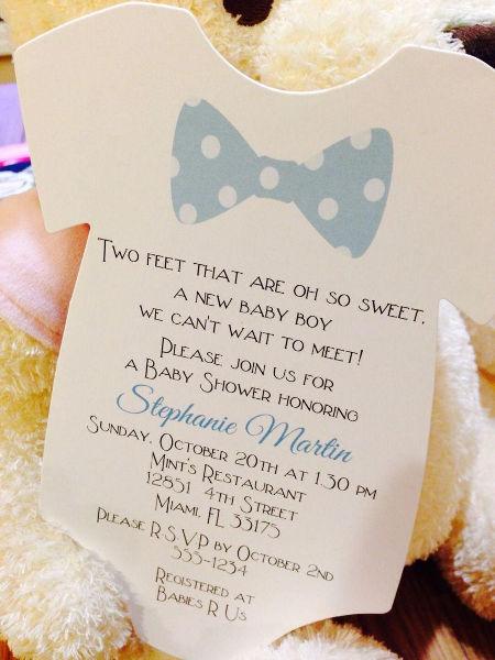 赤ちゃんを連想させるかわいい招待状