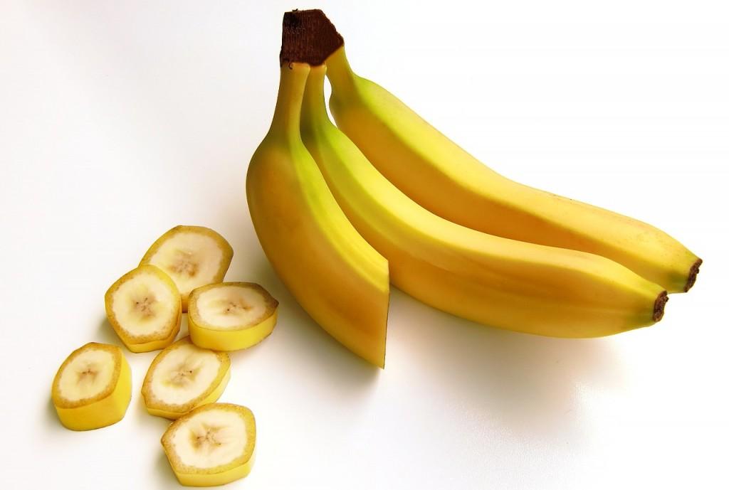 輪切りにされたバナナと、残りの本体