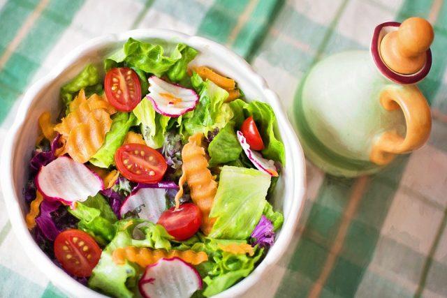 ニキビ治療に効果的な食事とは?