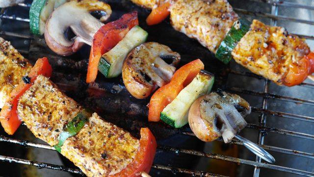 きのこ類など、脂質の吸収を抑える食べ物