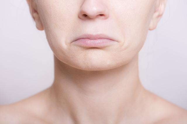 口元のシワは老け顔に影響