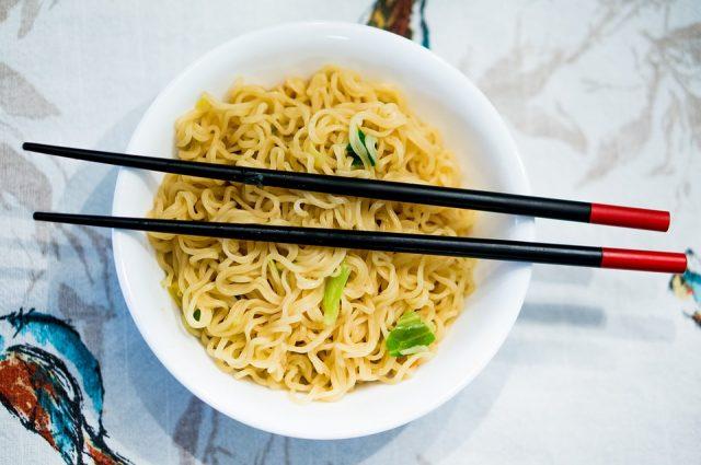 インスタント食品ばかりの偏食は内臓に負担がかかる