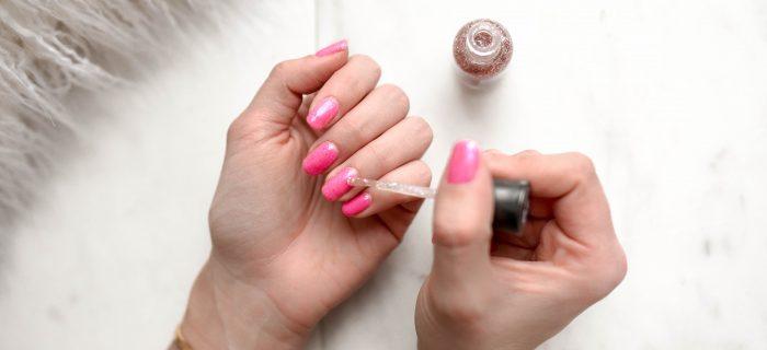 爪が割れて凸凹に…そんなときは爪美容液で爪をしっかりケアしよう!