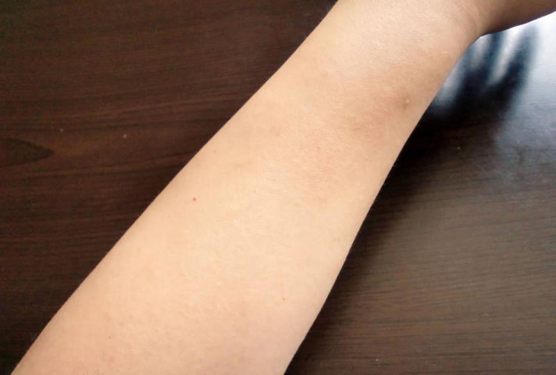 ファムズベビーを塗った後の腕