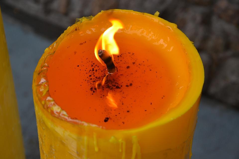 良い香りがしそうなキャンドルの火