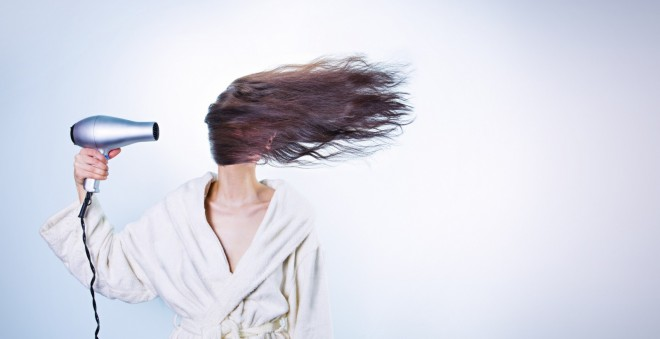 髪の毛の潤いを毎日守る!パサパサからつや髪を取り戻す乾燥ケア