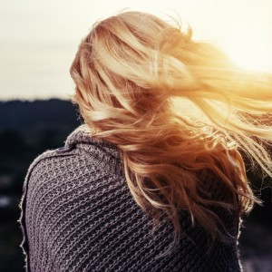 雨の日も風の日もいつも可愛い♡崩れにくい巻き髪の作り方