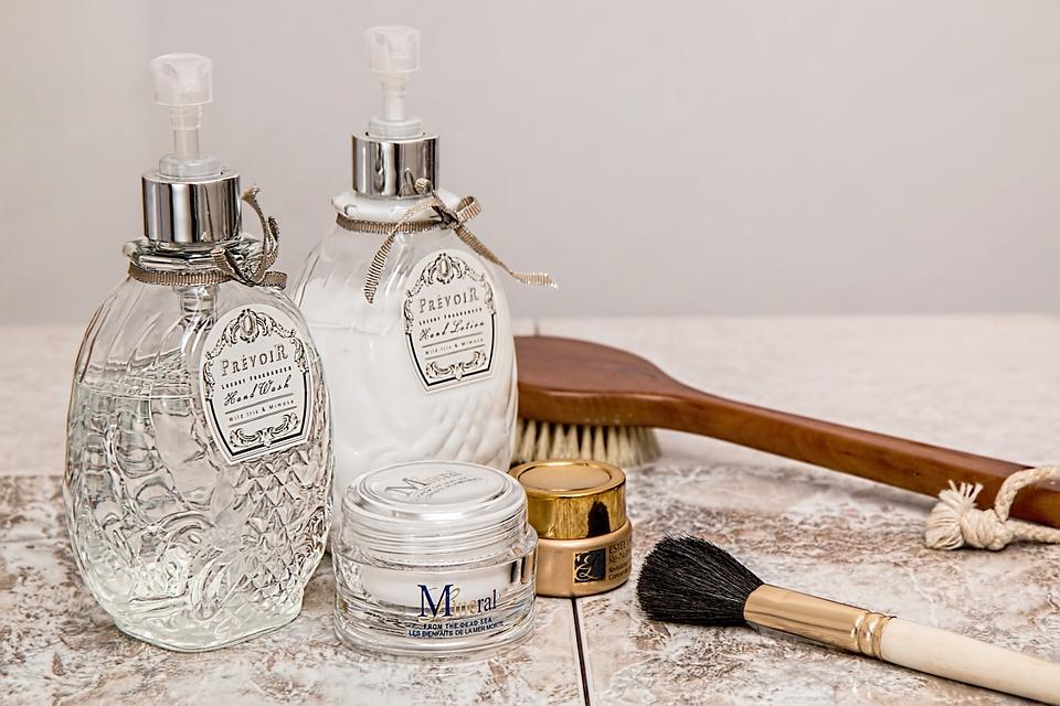 洗顔後の化粧水や乳液は手に塗っても効果的