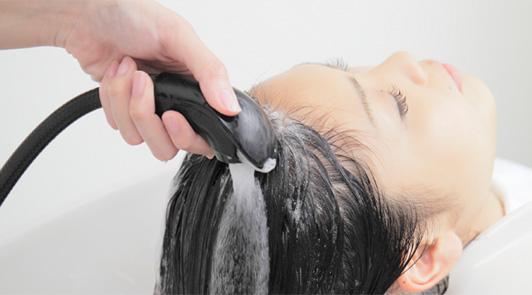 炭酸で洗髪する炭酸ヘッドスパ