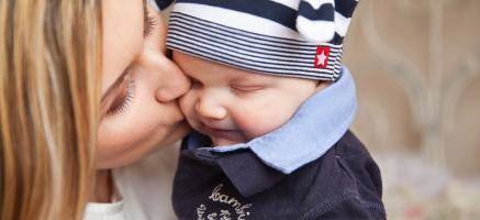 赤ちゃんに触れても安心!敏感肌にも優しい自然派メイクアイテム7選