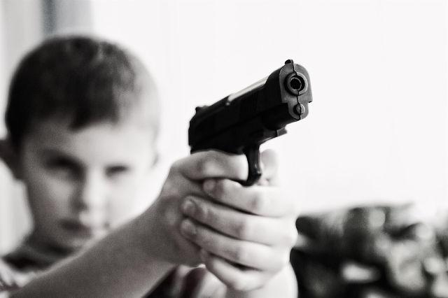 両親の争いをみていると乱暴な性格の子供になってしまう