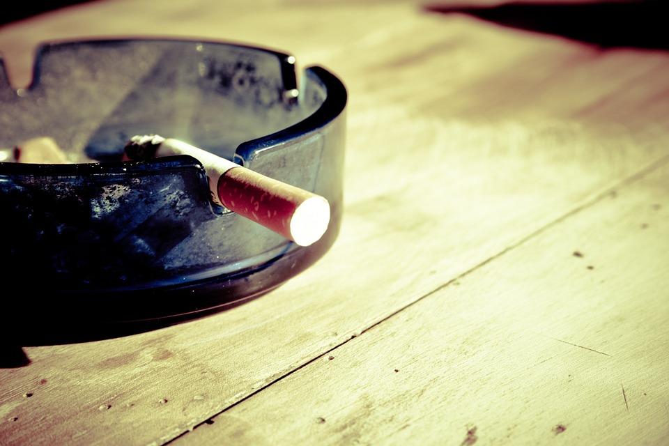 ほうれい線ができやすい習慣 - 喫煙