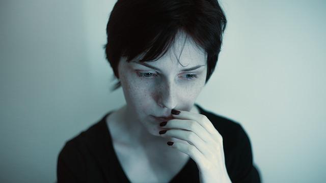 精神的に不安定な女性