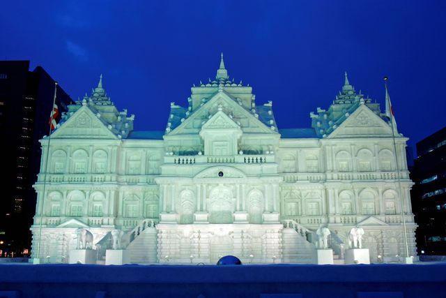 巨大な建物の雪像
