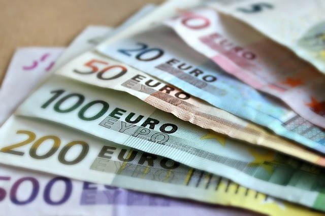 お金(ユーロ札)