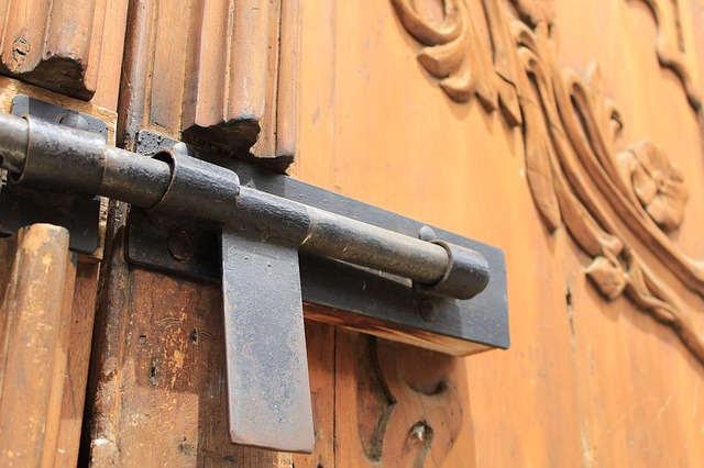 ロックされたドア