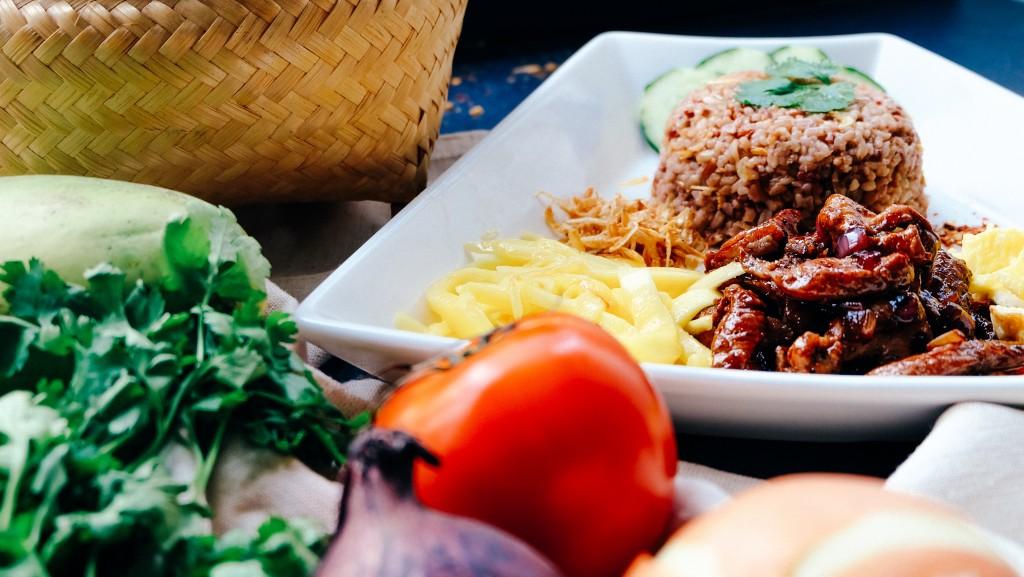 美肌の鍵は栄養バランスの整った食生活