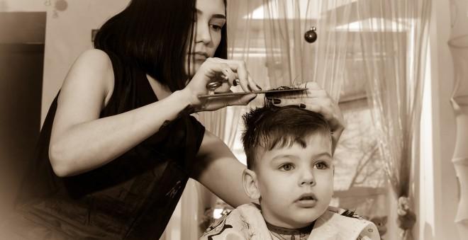 前髪はセルフカットで美容室代を節約!イメージどおりにできるセルフカットのポイント