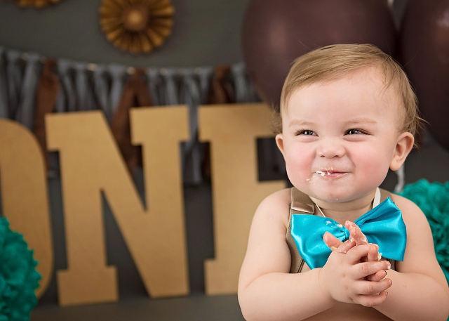 笑顔の男の子の赤ちゃん