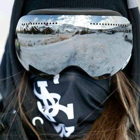 ゴーグルとマスクで紫外線から目と肌を守る