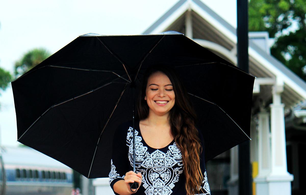 UVカット衣類・日傘は「黒」&「UVカット素材」